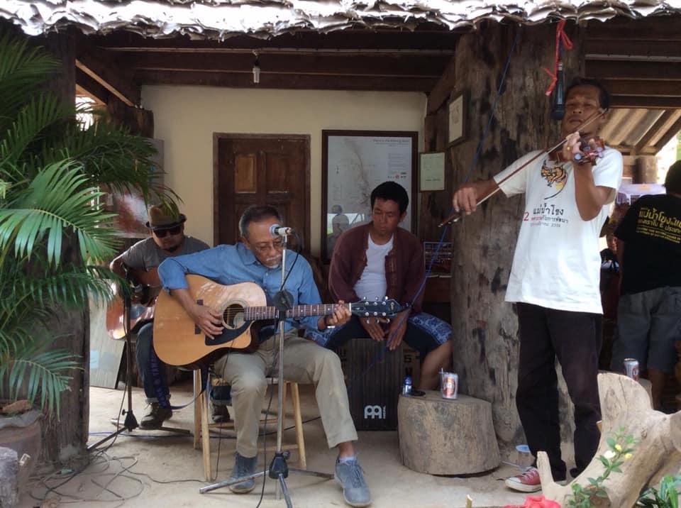 Kraisak playing music (2015)