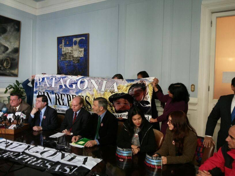 Press Conference on June 9 with Senators and leaders of Patagonia Sin Represas.